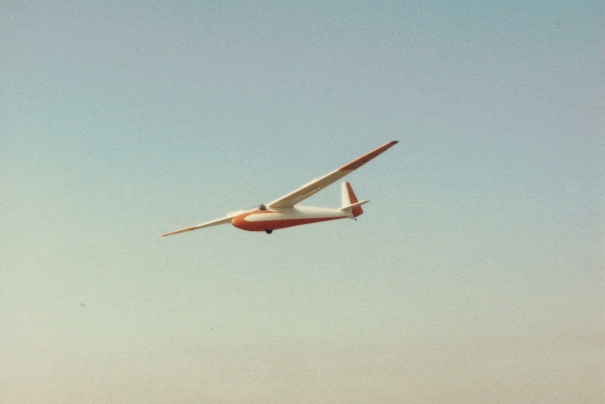 Club K6cr landing on RW19 in 1985