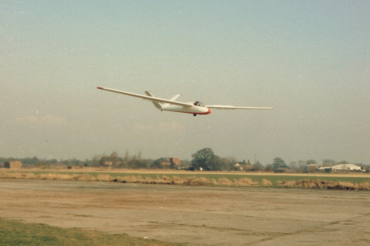 Standard Austria landing on RW19 at Burn 1985